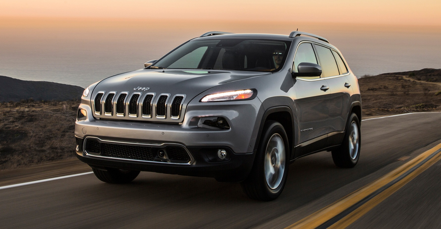 2017-Jeep-Cherokee-Limited-front-three-quarter-in-motion-04.jpg